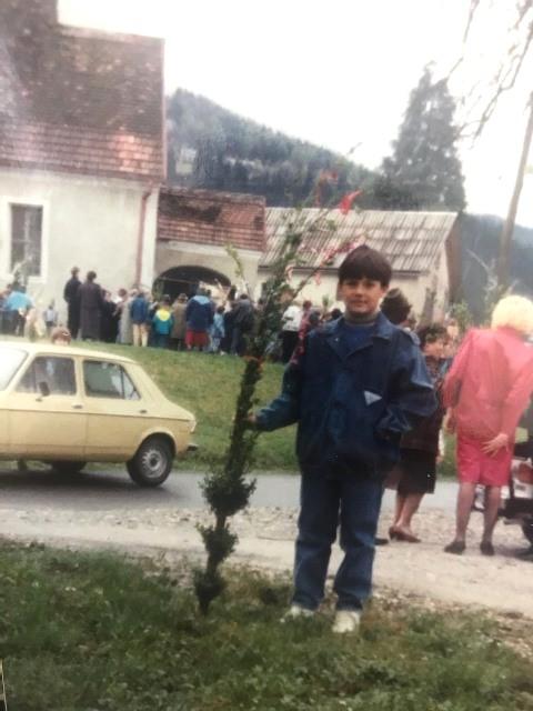 http://shramba.lovrenc.net/maxi/klepet/img1531cvetna-ned-1990.jpg